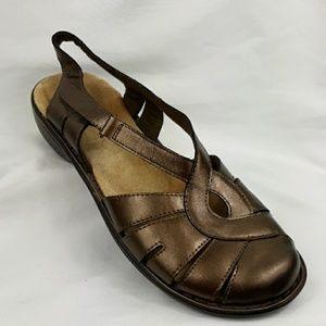 Clarks leather bendables velcro strap sandals 8